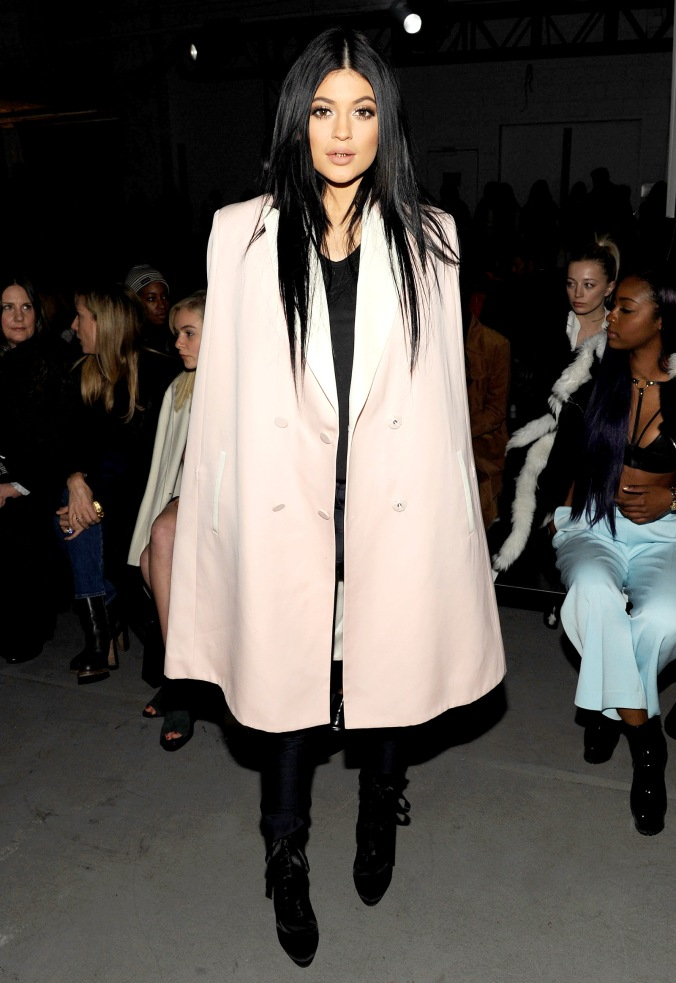 1424189459_kylie-jenner-zoom