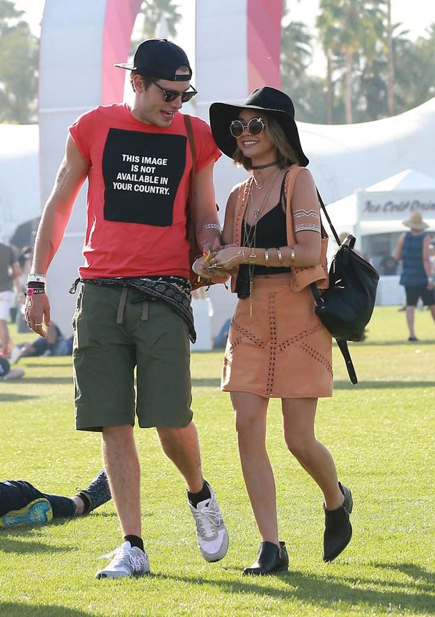 Dominic Sherwood e sarah hyland