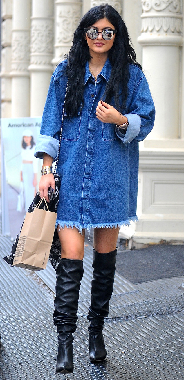 Kylie Jenner shows some leg while shopping with friends **USA, Canada, Australia ONLY**